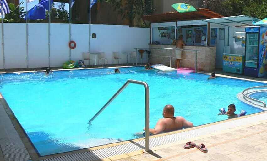 discovery smestaj na tasosu limenarija apartman grcka pool bar