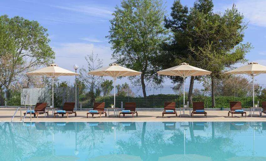 hotel lucy kavala grcka hoteli bazen i lezajke