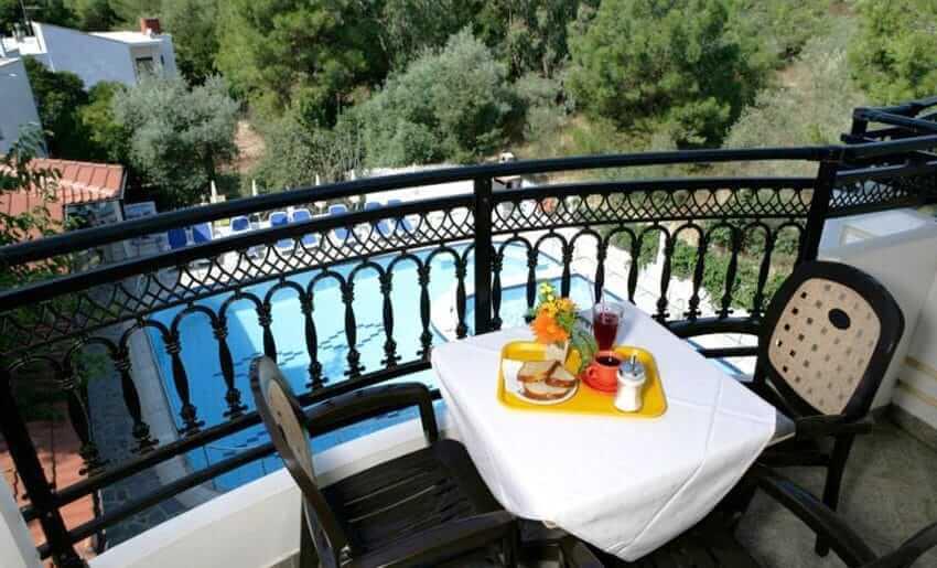 hotel sirines smestaj na tasosu dorucak na terasi