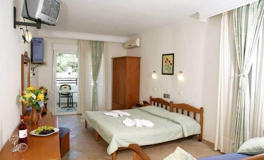 hotel sirines smestaj na tasosu dvokrevetna soba
