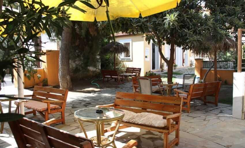 vila aldebaran smestaj na tasosu limenarija dvoriste