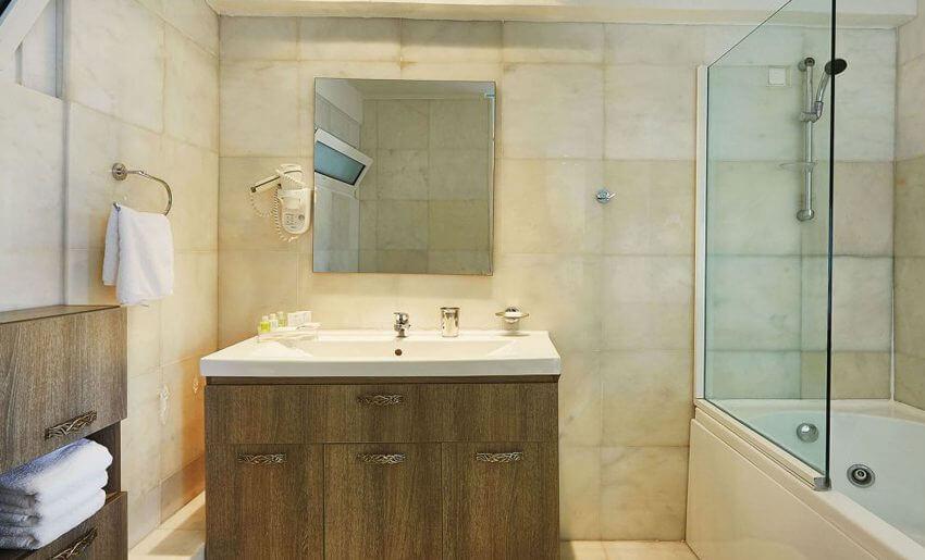 Ilio Mare Hotel letovanje master suite kupatilo