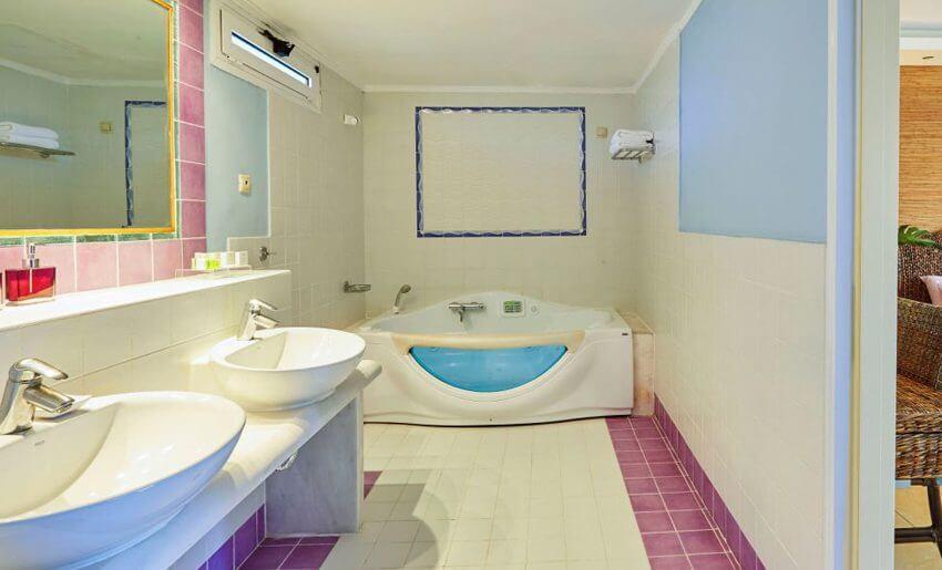 Ilio Mare Hotel letovanje mladenacki apartman kupatilo