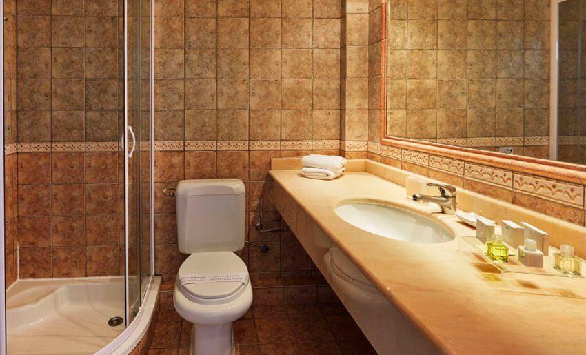 Ilio Mare Hotel tasos grcka letovanje standard soba kupatilo