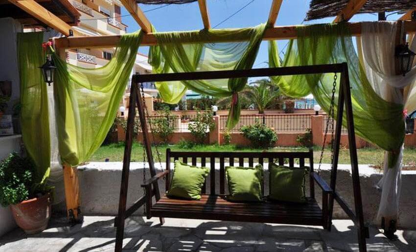 Rodolfos Inn Vila Tasos grcka letovanje apartmani dvoriste