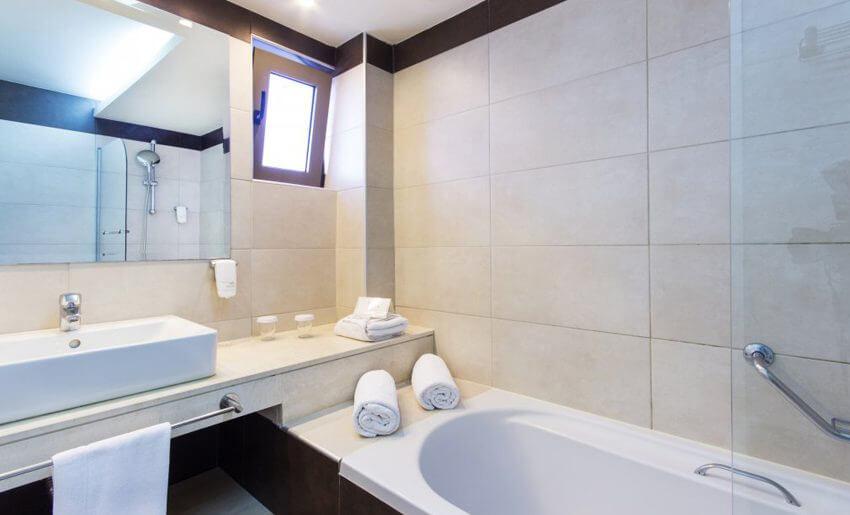 alea hotel and suites tasos grcka apartmani letovanje kupatilo