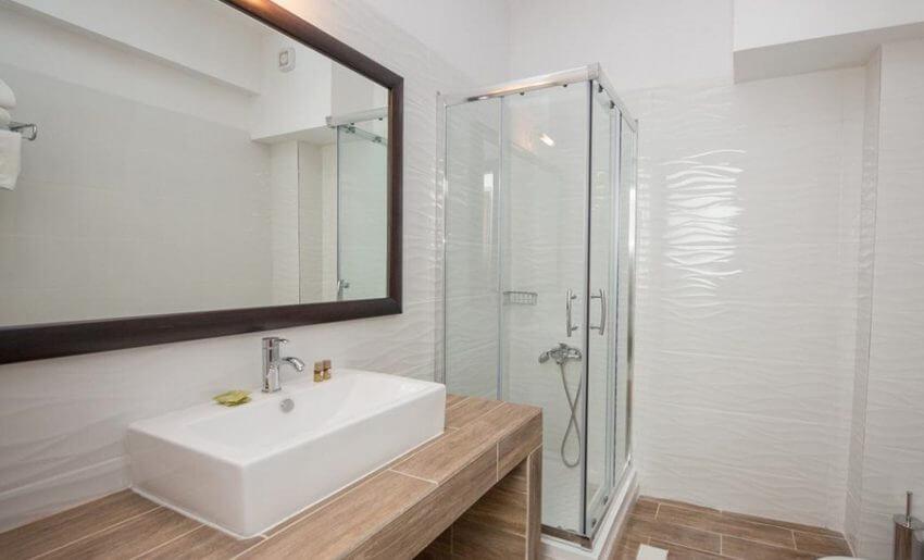 hotel maranton beach grcka smestaj apartmani letovanje ekonomy room kupatilo