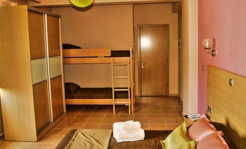 hotel maranton beach grcka smestaj apartmani letovanje soba krevet na sprat