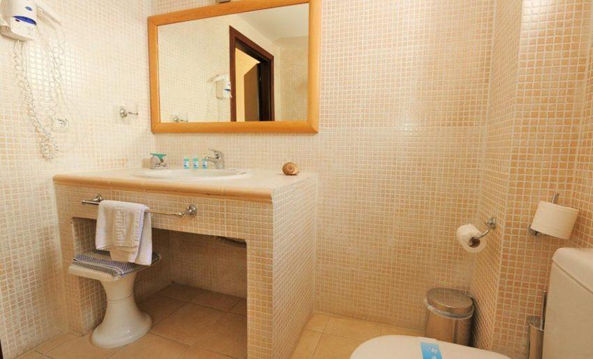 hotel maranton beach grcka smestaj apartmani letovanje superior soba kupatilo