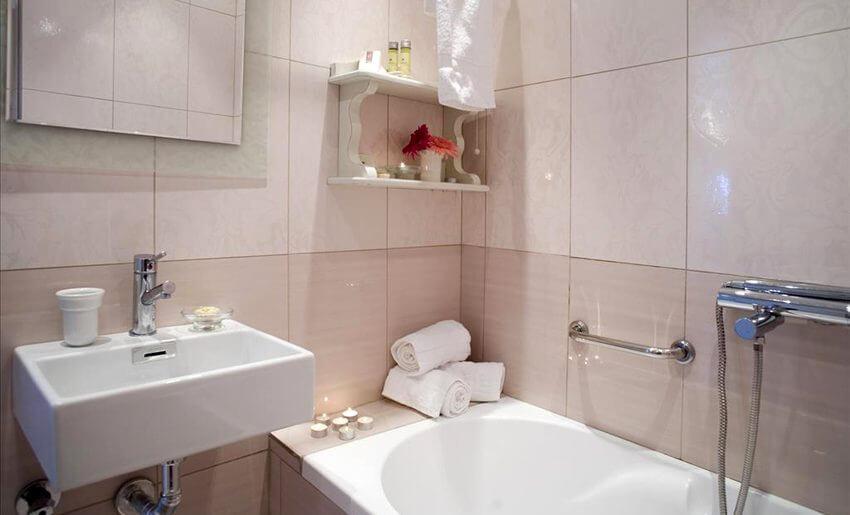 hotel timoleon smestaj na tasosu grcka letovanje kupatilo