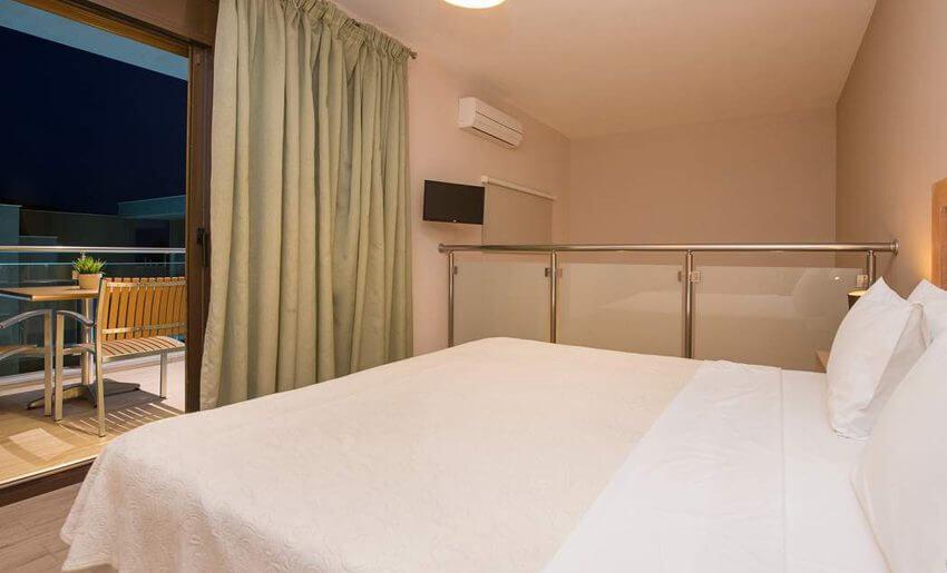 marys residence suites hotem grcka apratmani soba