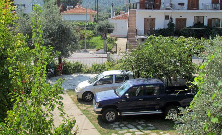 Elefteria Studios Tasos parking