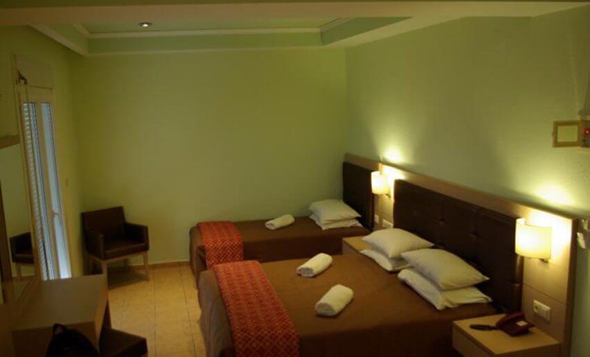 George Hotel Limenarija Tasos trokrevetna soba