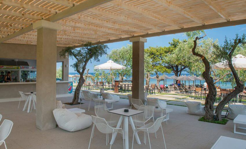 Louloudis Boutique Hotel beach bar