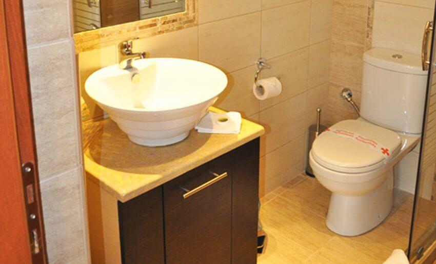 Metsikas Residence tasos Limenas deluxe apartman kupatilo