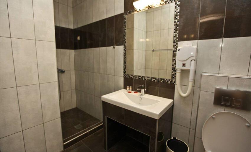 Mironi Hotel Limenas tasos kupatilo