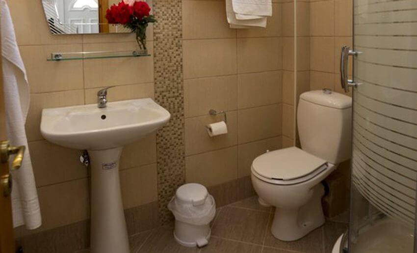 Mitos BungalovI Potos smestaj bungalov kupatilo