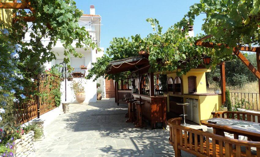 Vila Aegean Potos dvoriste