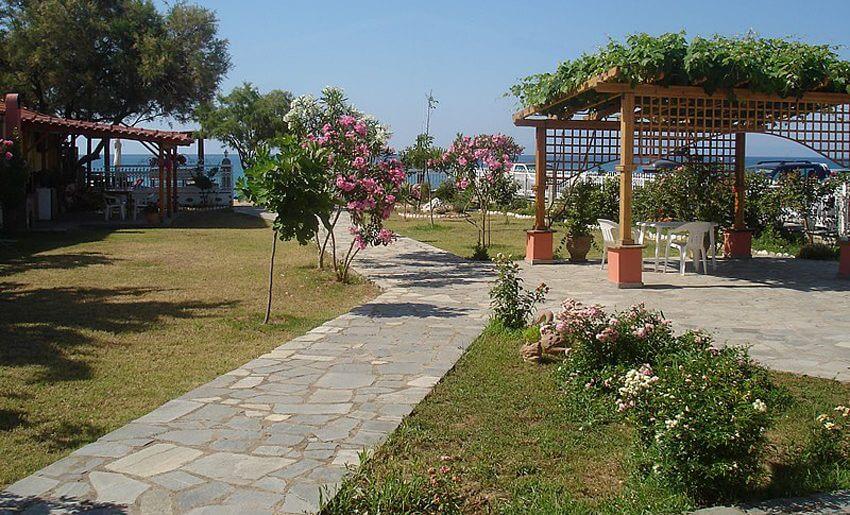 Vila Konstantinos 1 tasos Limenarija dvoriste