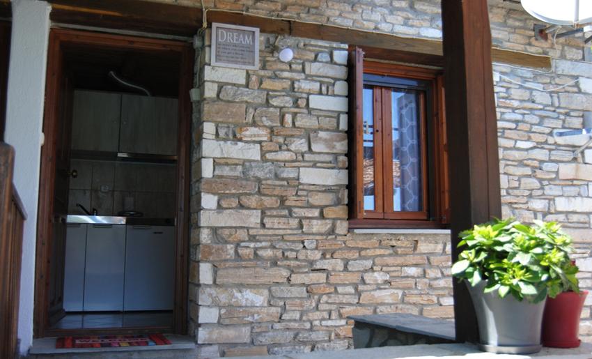 Aliki Stone House Tasos grcka ulaz
