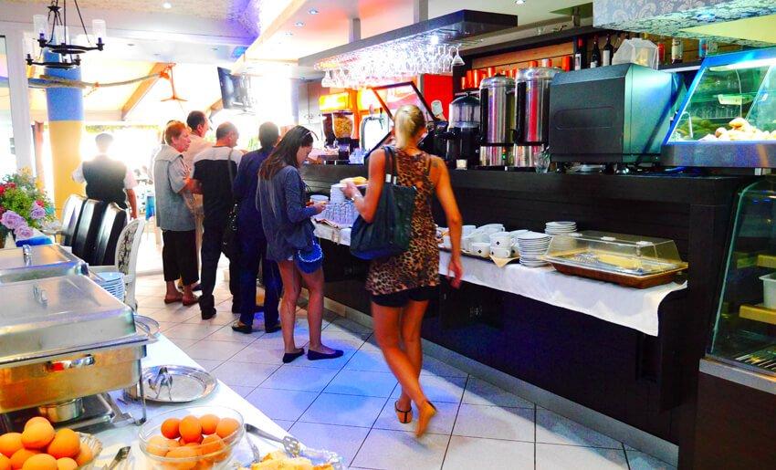 Blue Sea Beach Boutique Resort dorucak