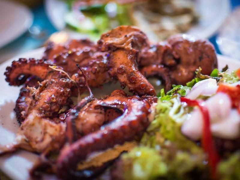 Taverna Larous hobotnica