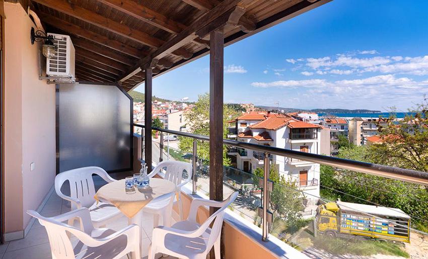 vila oasis studios limenarija terasa